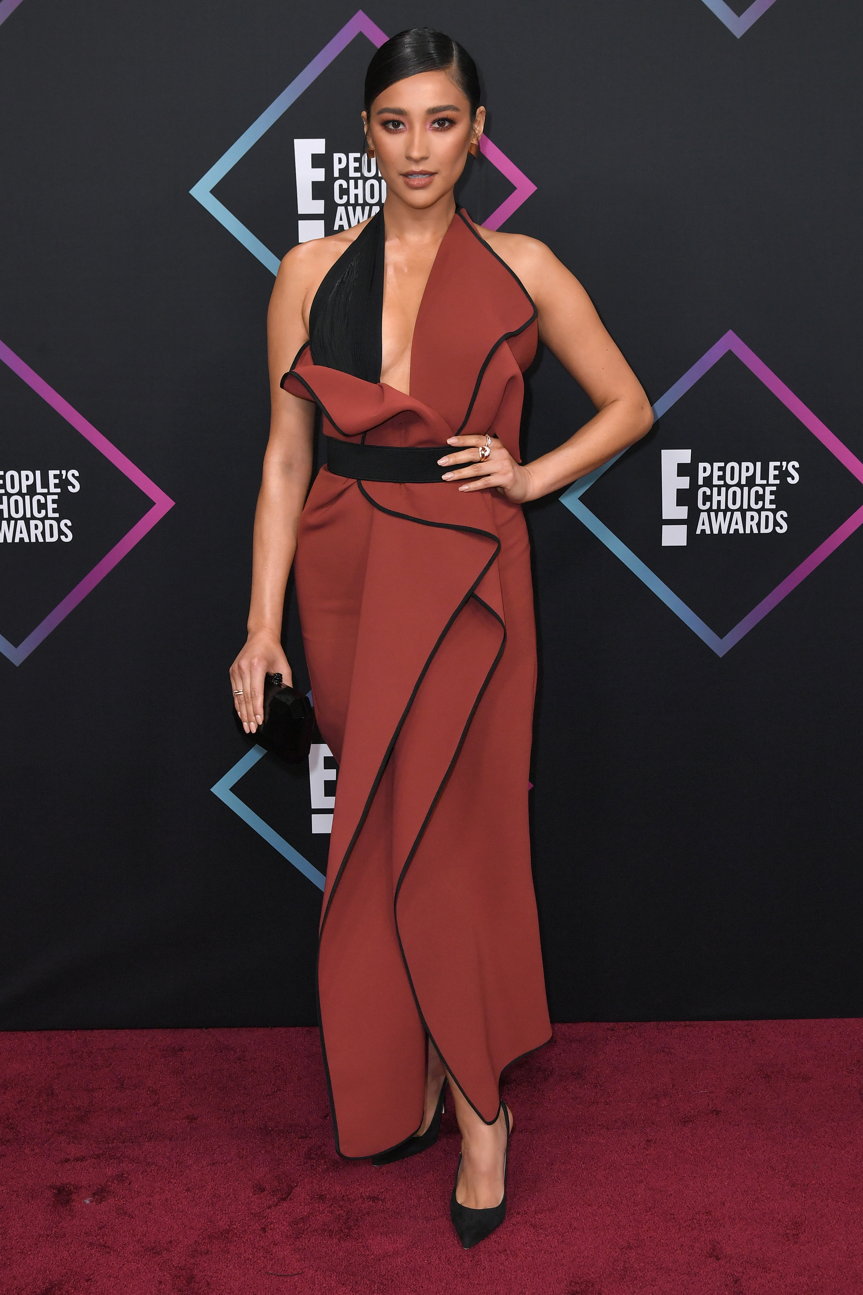 Shay Mitchell attends the People's Choice Awards in Los Angeles on Nov. 11, 2018.
