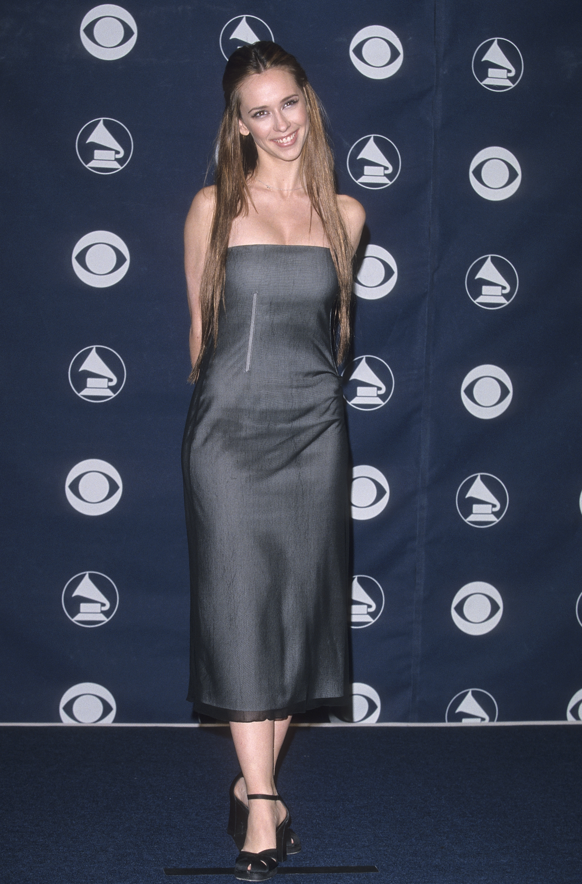Jennifer Love Hewitt poses at the 41st annual Grammy Awards in Los Angeles on Feb. 24, 1999.