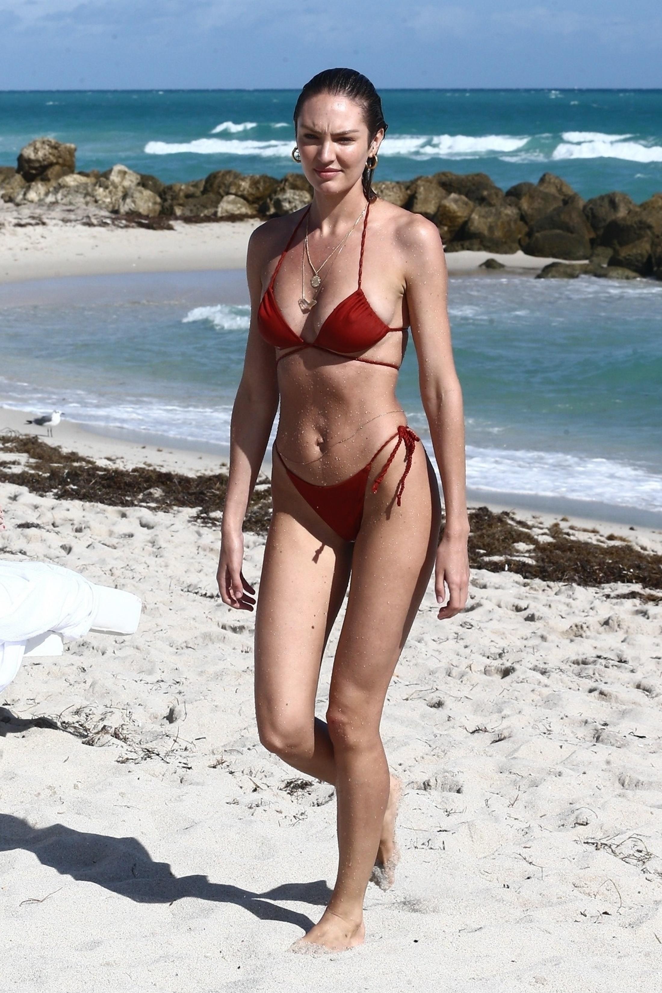 Sexy cougar models nude