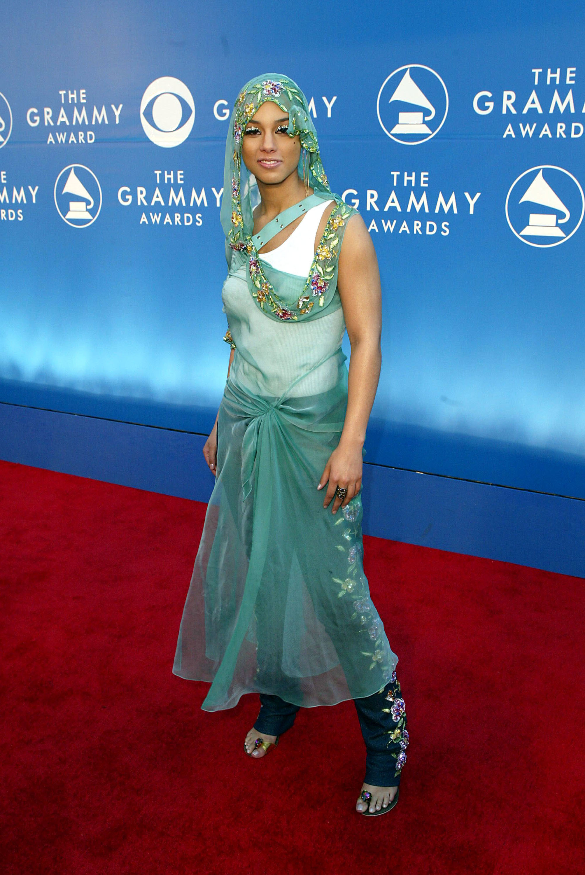 Alicia Keys arrives at the 44th Annual Grammy Awards at Staples Center in Los Angeles on Feb. 27, 2002.