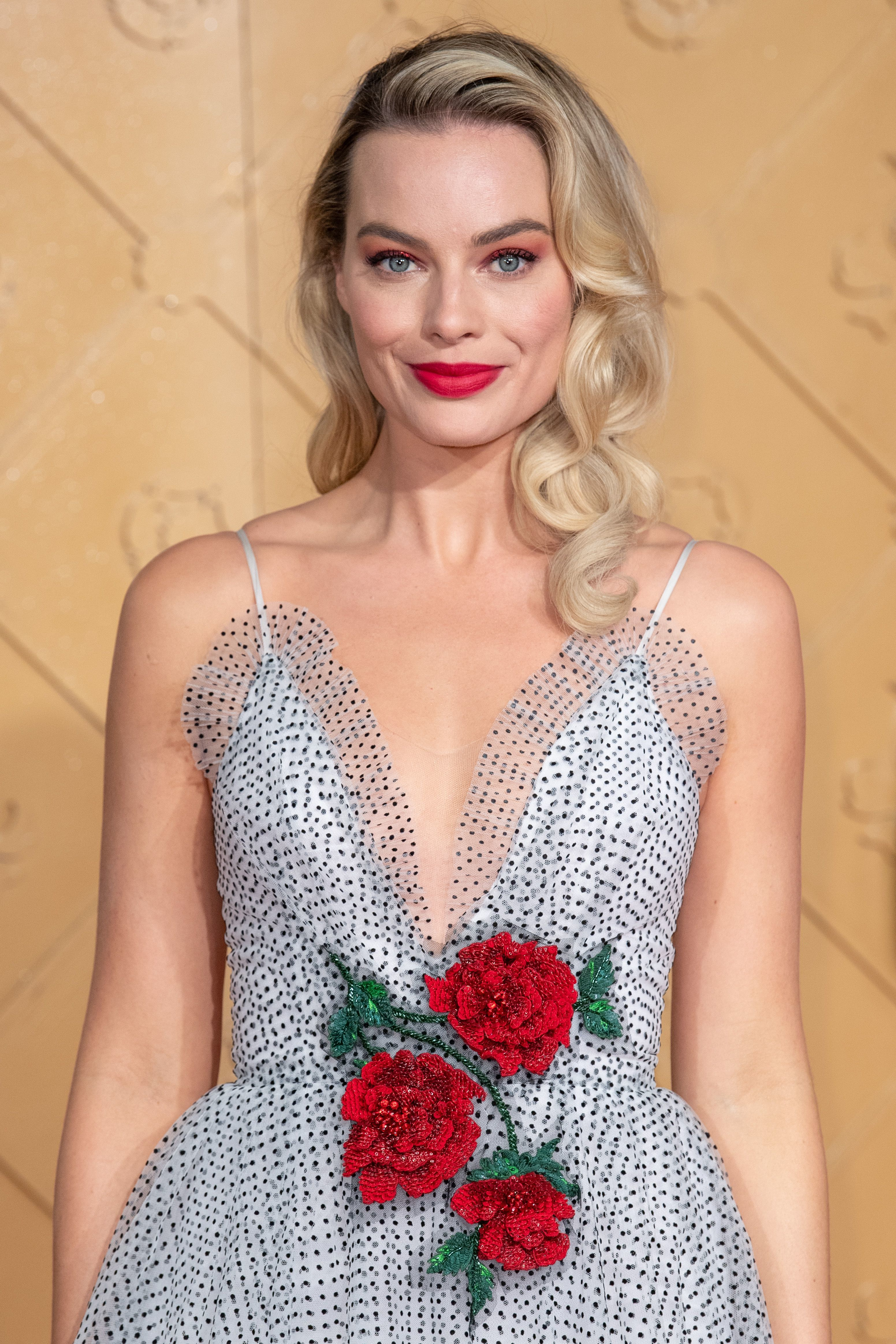 """Margot Robbie attends the premiere of """"Mary Queen of Scots"""" in London on Dec. 10, 2018."""