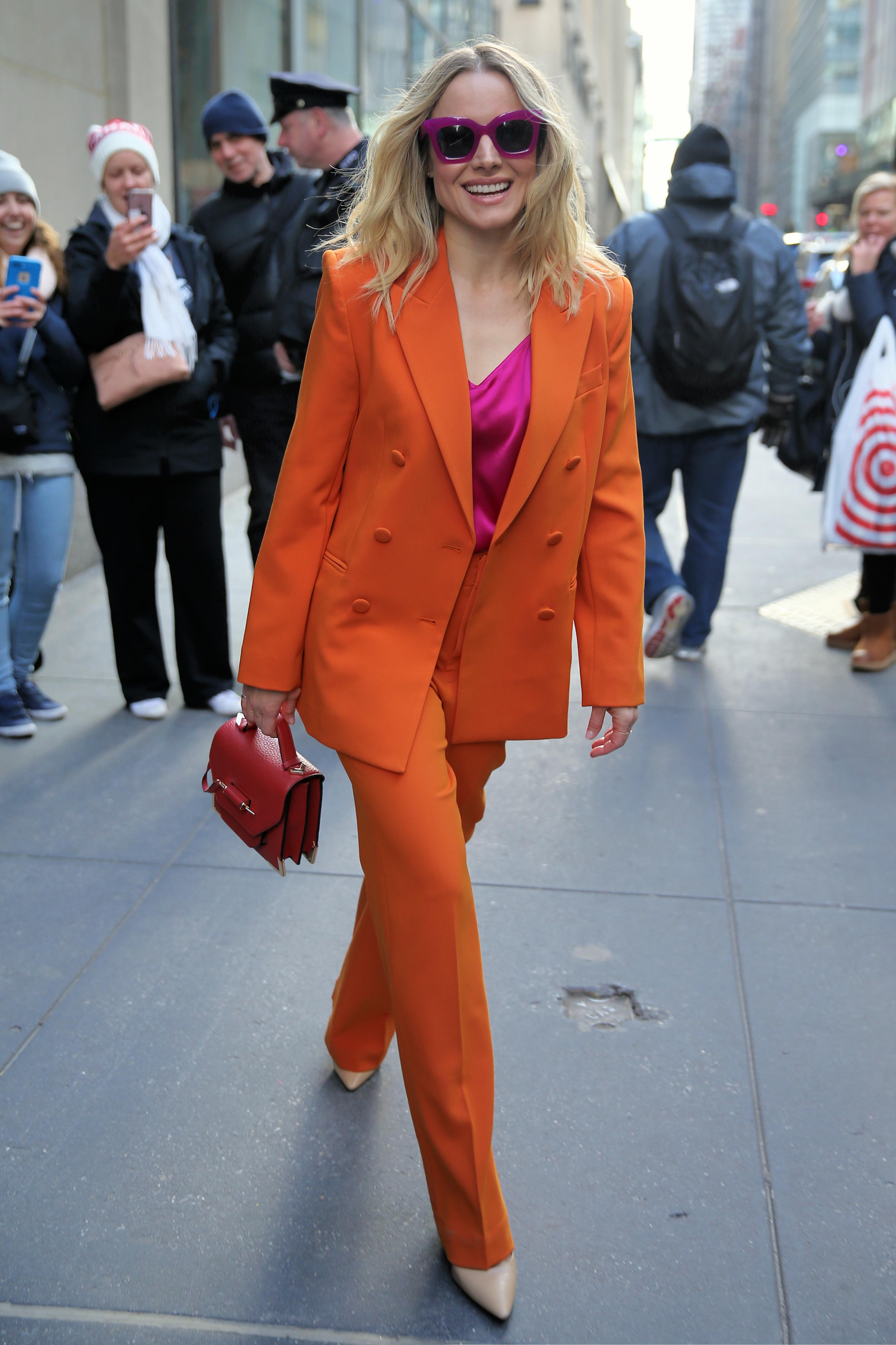 Kristen Bell lets her wardrobe malfunction slide