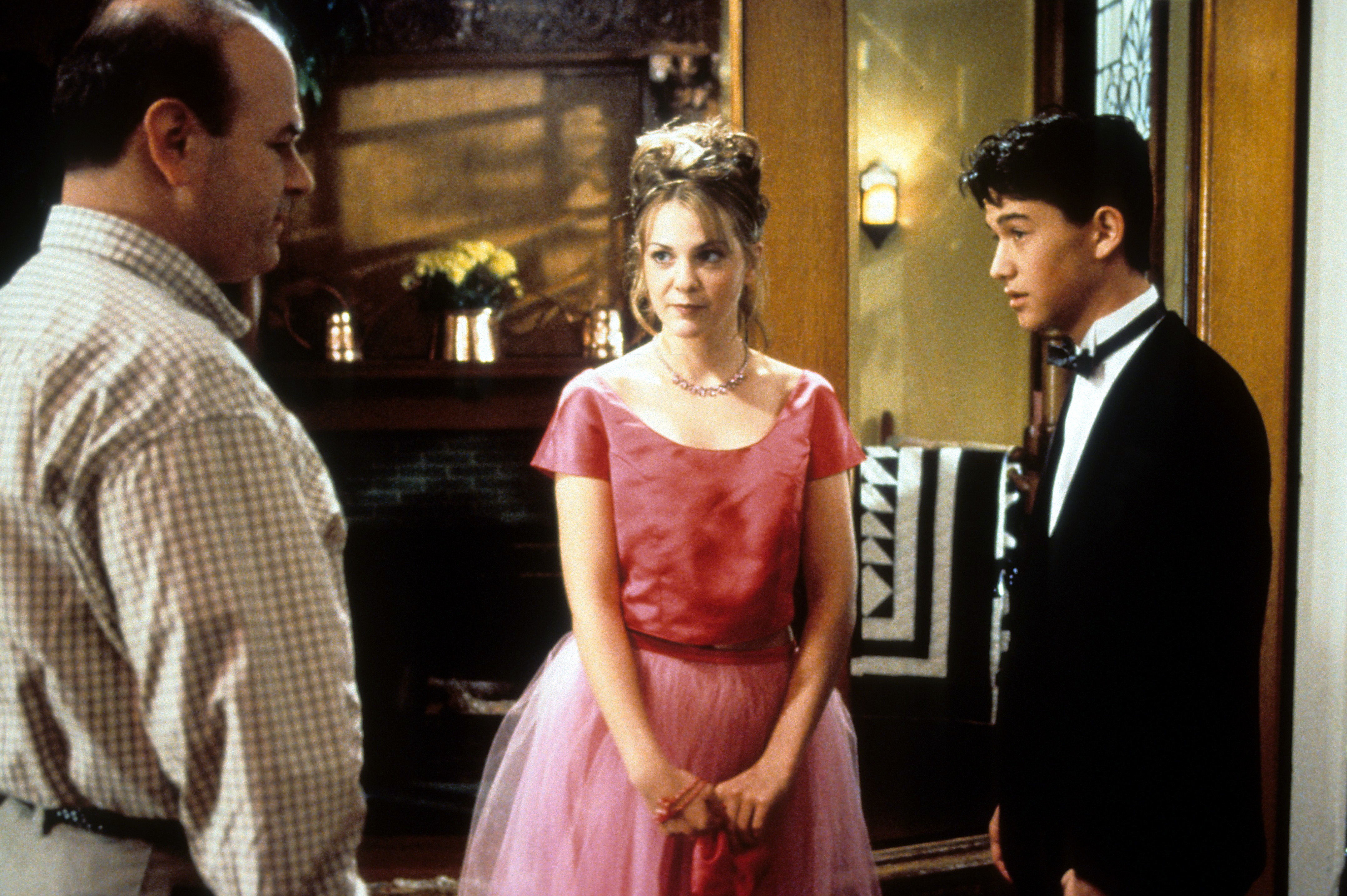 """Larry Miller, Larisa Oleynik and Joseph Gordon Levitt in a scene from the 1999 film """"10 Things I Hate About You."""""""