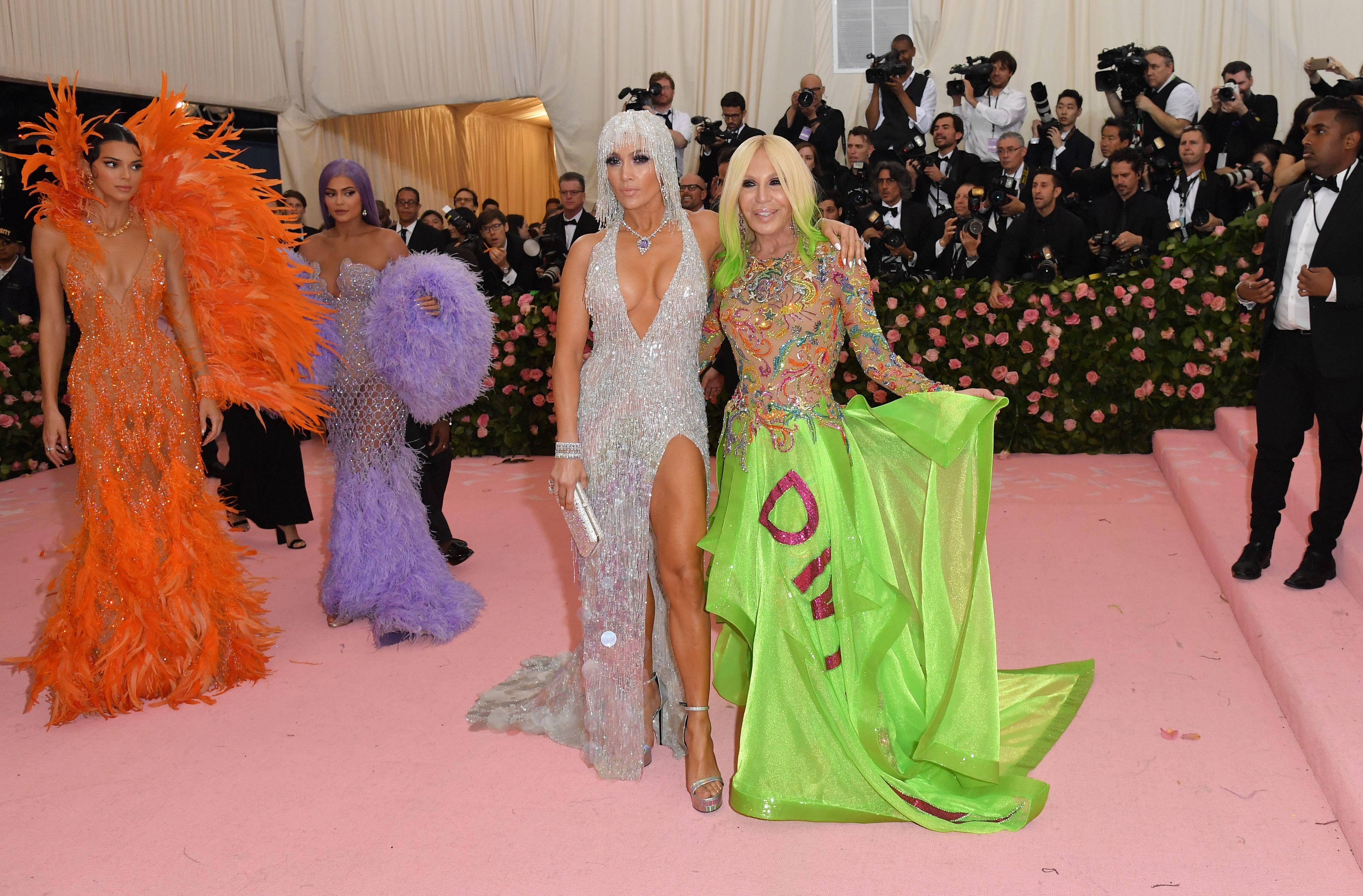 Kylie Jenner gives Jennifer Lopez some hilarious Met Gala side-eye, plus more news