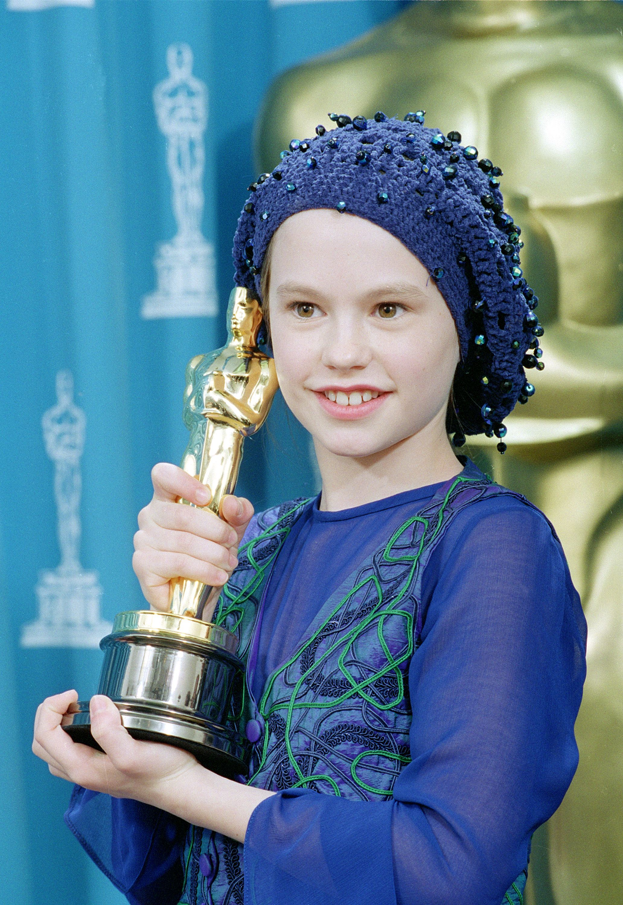 "Anna Paquin poses with her best supporting actress Oscar for her performance in ""The Piano"" at the 66th annual Academy Awards in Los Angeles on March 21, 1994."