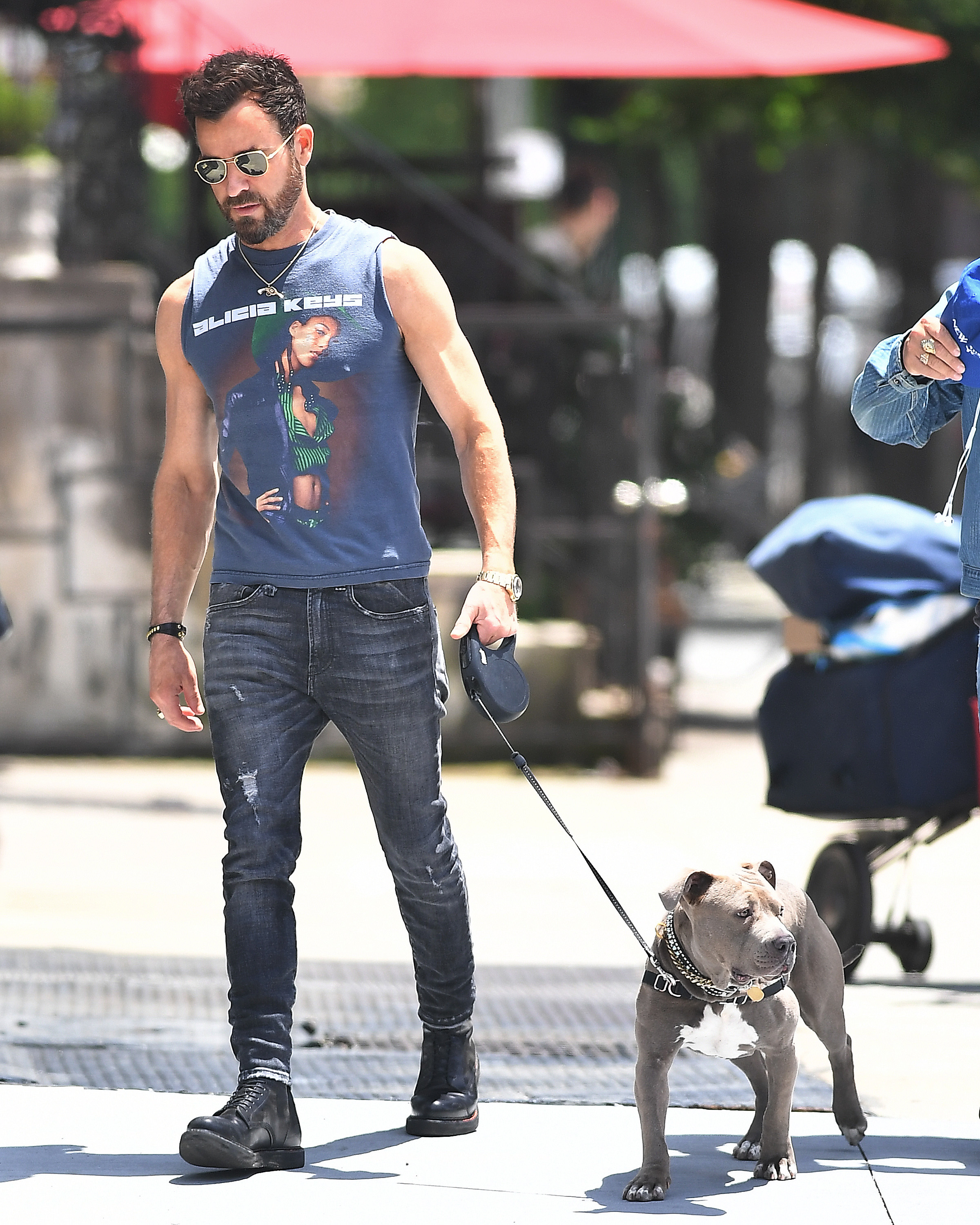Justin Theroux showed off his impressive guns while taking his rescue dog for a walk in New York City on June 12, 2019.