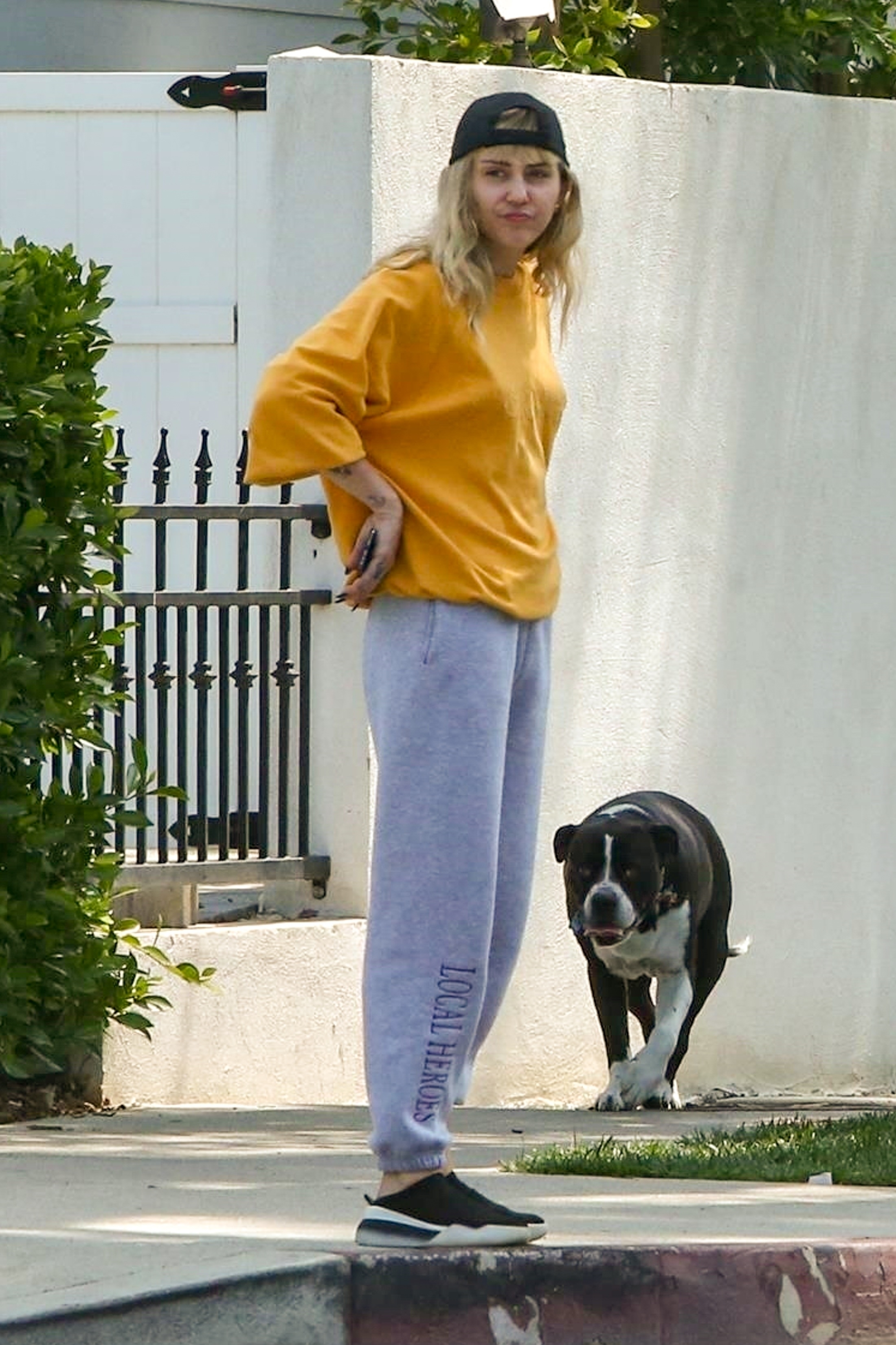 Miley Cyrus went casual for a quick walk around the block with her dog in Los Feliz, CA on June 5, 2019.