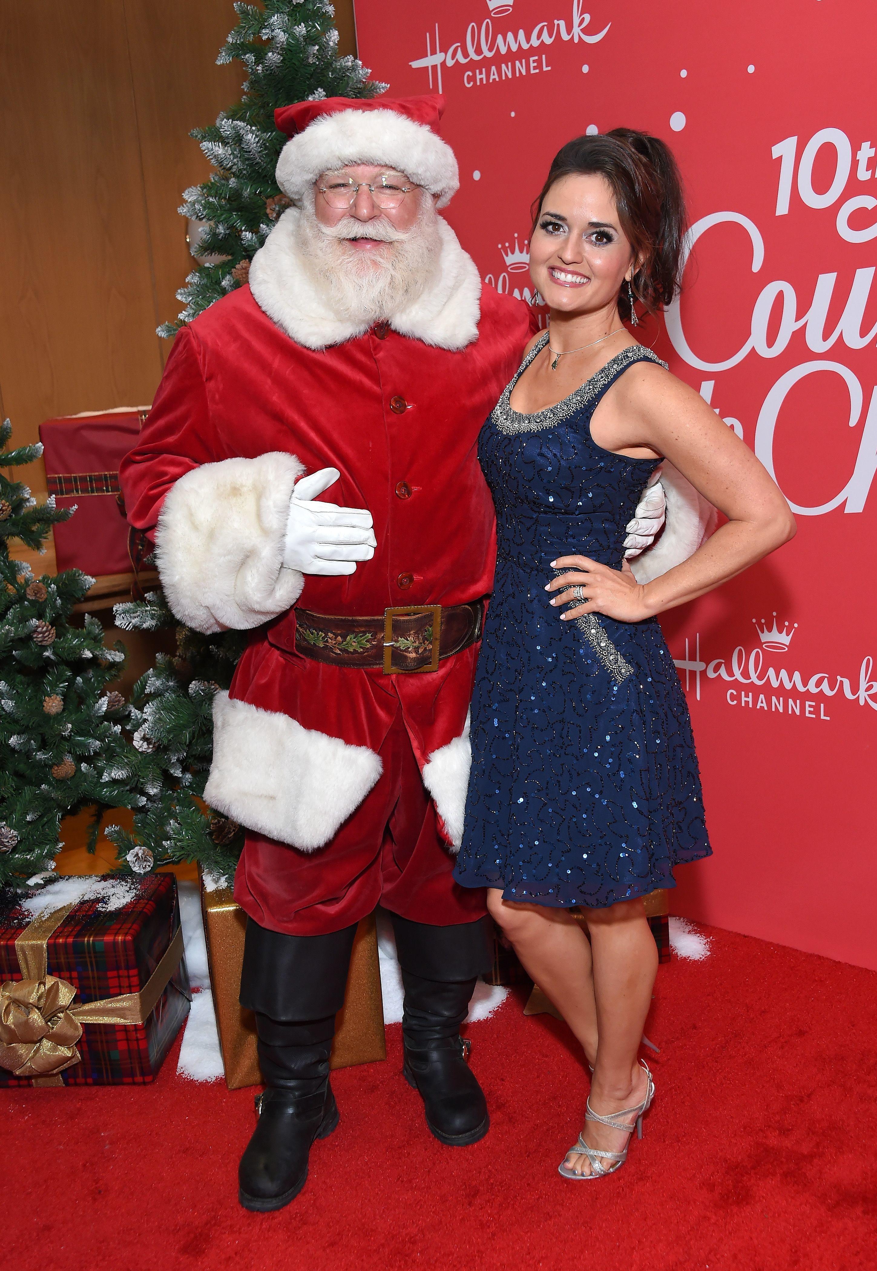 Danica McKellar and Santa - Week in celebrity photos for Nov. 18-22, 2019 | Gallery | Wonderwall.com